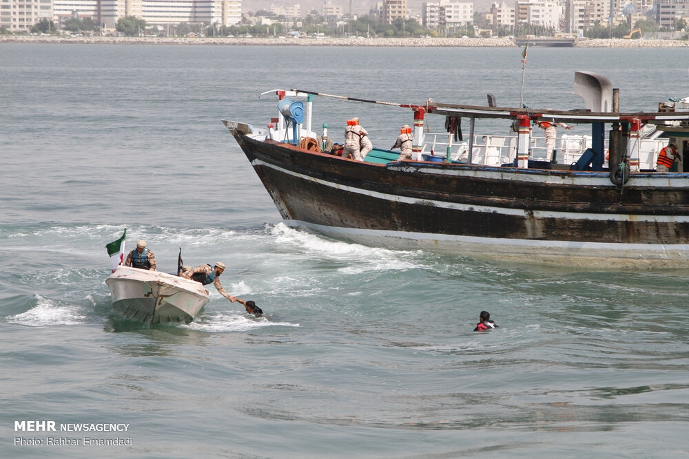 Police's naval drill in Persian Gulf gallery image 8