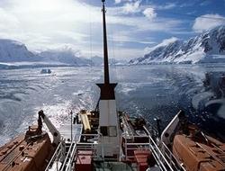 Cruise ships beset Antarctic ice