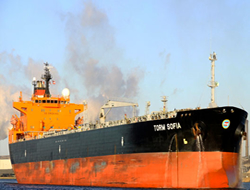 Tanker deterred by pirates