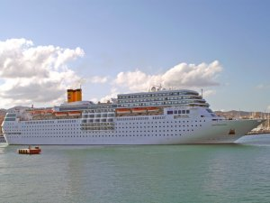 Cruise ship damaged in storm