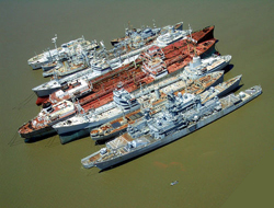 Anchored vessels free of risk