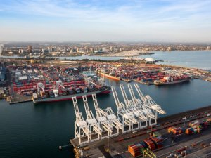 Port of Long Beach Reports Best Quarter in 104 Years