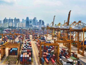 Port of Singapore Marks Slide in Container Volumes