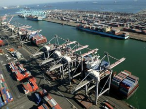 Mixed fortunes for top US west coast container ports in 2015