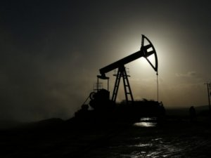 Global oil price closes week at $33 per barrel