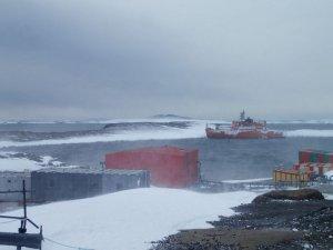 Australian Icebreaker Refloated in Antarctica