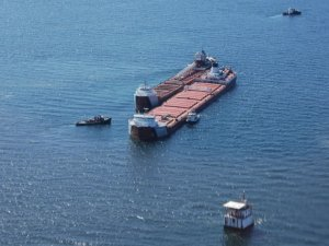 Lightering Ops Underway for Grounded Freighter in Lake Superior