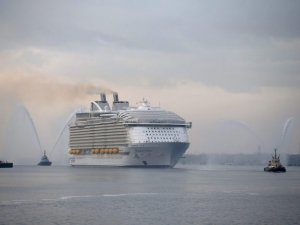 Royal Caribbean Lowers Outlook on Increased Fuel Costs, Weak Pound