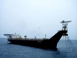 FSO service vessel hooked up