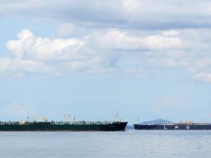 Fully Laden VLGCs Gather Off Singapore