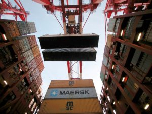 World's Biggest Shipping Line Falls Amid Fears of Trade Wars