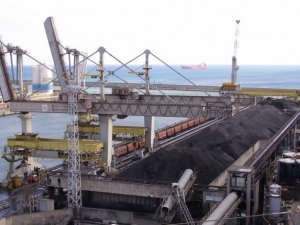 Storm damage closes Queensland coal terminal for weeks