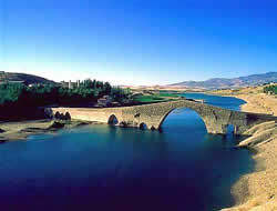 Turkey hails dam project with Syria