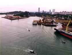 Singapore container traffic rise