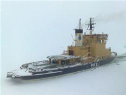Vessels stuck in ice in Baltic Sea