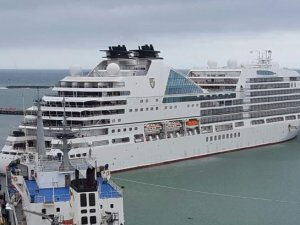 Cruise ship Seabourn Encore collided with berthed cargo ship in New Zealand