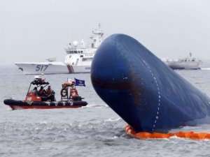 South Korea Starts Sewol Ferry Salvage Ops