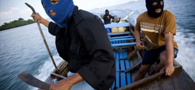 Somali Pirates Keep 7 Hostages on Hijacked Vessel