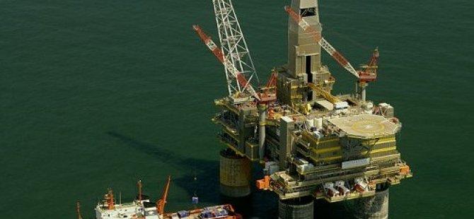 Gas leak from Lunskaya-A platform in Okhots sea