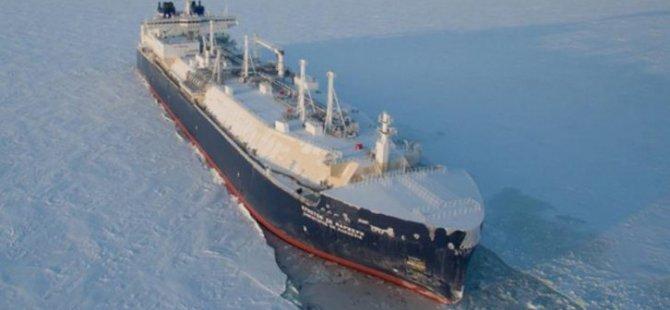 World's 1st Icebreaking LNG Carrier Joins Sovcomflot