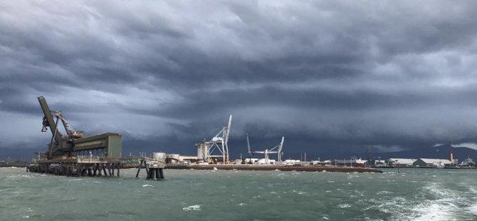 Cyclone Debbie Closes North Queensland's Ports