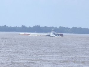 Towing tug Todd Brown sank in Mississippi River near Columbus, USA