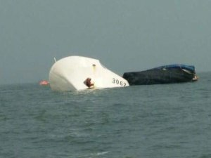 China Marine Police 3062 ship sank in collision with bulk carrier Yue Dian 57 in Guangzhou
