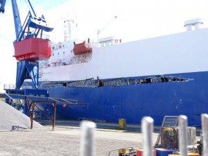 Car Carrier, Boxship Collide in Kiel Canal