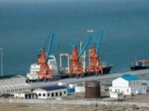 Iranian ports record rise in import, export of oil products