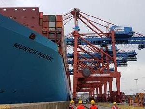 Munich Maersk Comes to Hamburg