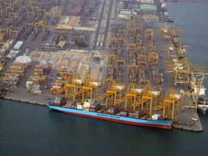 Qatar shipping company moves hub from UAE to Oman