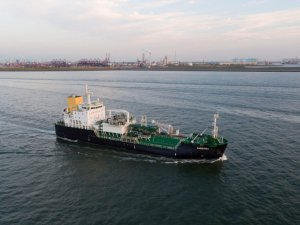 Seagoing LNG Bunkering Vessel Arrives in Rotterdam