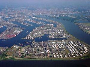 Antwerp Port Blocked as Boxship Runs Aground