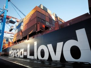 Hapag-Lloyd Swings to First-Half Operating Profit as Shipping Markets Improve
