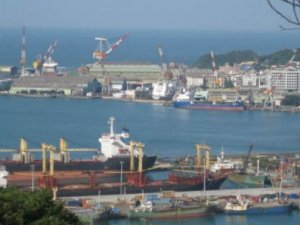 Chemical leak onboard boxship at Keelung
