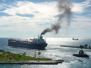 Shipping industry charts uncertain course to decarbonization