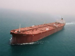 Asia's Iranian oil importers weigh supply plans on sanctions risk