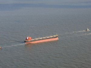 Salvors Tow Grounded Bulker Off German Island