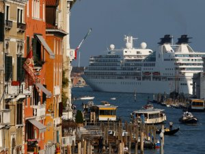 Italy Moves to Force Big Cruise Ships to Take Back Route to Venice