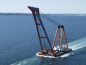HEBO Adding 'Impressive' 900-Ton Sheerleg Crane to Fleet