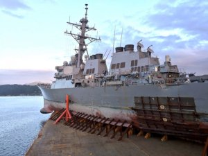 USS John S. McCain Leaves Philippines Aboard Heavy Lift Ship After Month-Long Detour