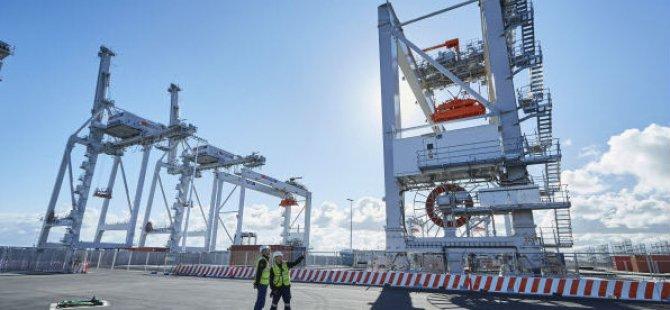 Union Ends Three-Week Strike at Melbourne Terminal
