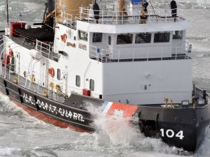 Coast Guard Frees Icebound Lakers