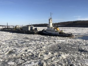 Icy Rivers Slow New York Barges Trying to Deliver Heating Fuel