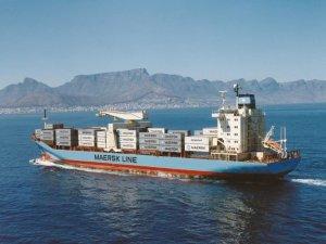 Seaspan buys feeder boxship pair, charters to Maersk Line