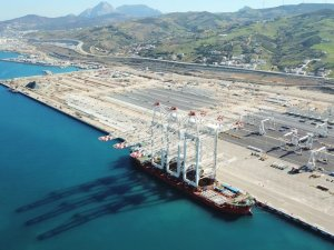 World's Largest Tandem-Lift Container Cranes Arrive at MedPort Tangier Terminal