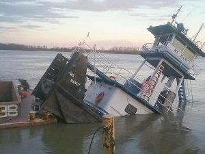 USCG responds to sunken towing vessel