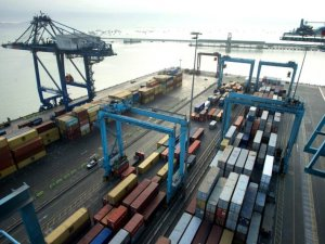 Maersk to Expand Onshore Services in Port Unit APM Terminals -Report