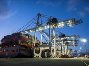 Giant New Ship-to-Shore Crane Begins Work at Port of Savannah