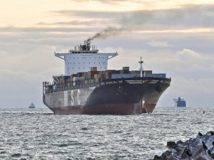 Container Lines Face Extra $34 Billion from Low-Sulphur Fuel Switch if Owners Don't Install Scrubbers